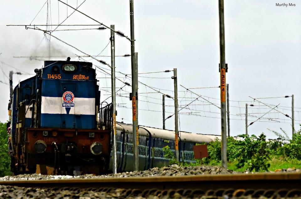 Kalyan WDM3d with 12701 CSTM HYB Hussainsagar S/F Express. Better Quality:  click here