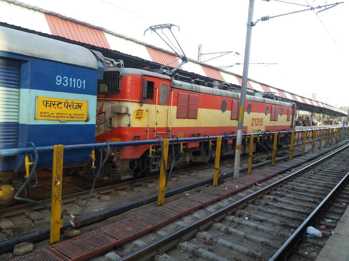 59386/Penchvalley Fast Passenger - Bhopal to Maksi WR