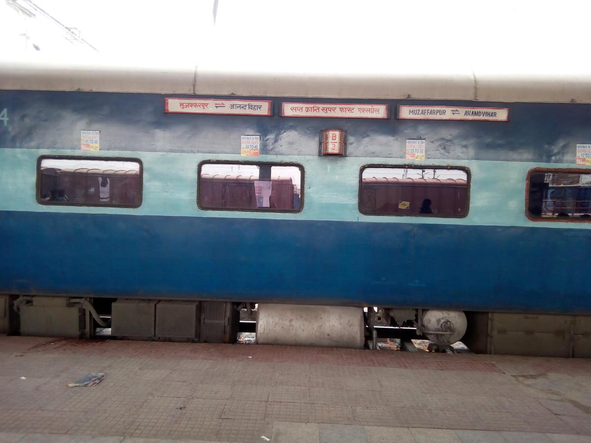 12558/Sapt Kranti SF Express (PT) - Anand Vihar Terminal to Bapudham
