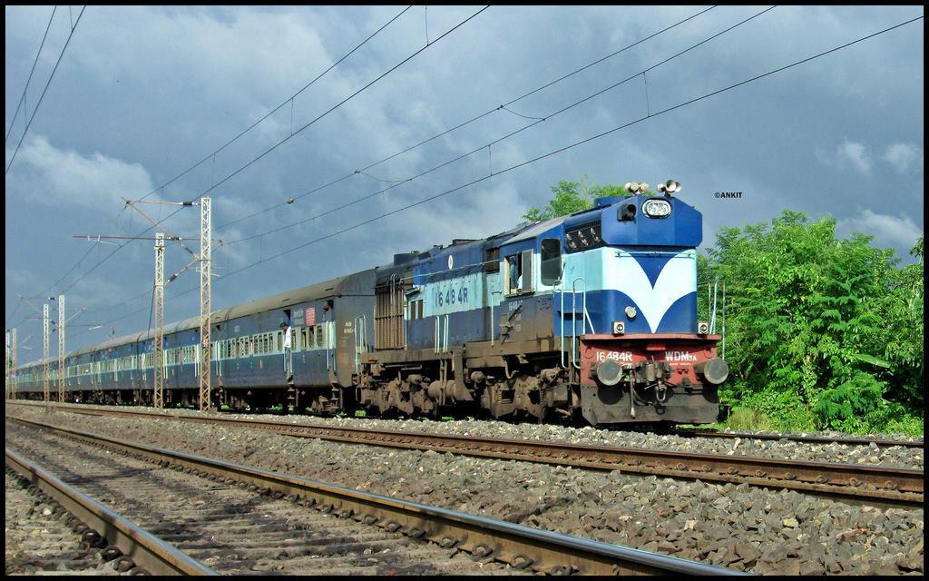 18192 Utsarg Express with KGP WDM3A #16484R.