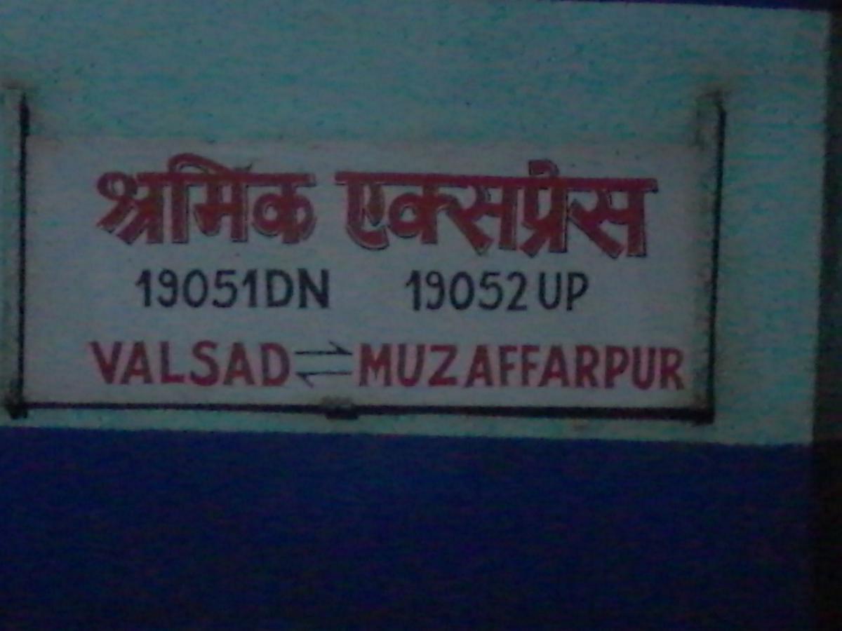 19052/Shramik Express - Muzaffarpur to Valsad WR/Western Zone
