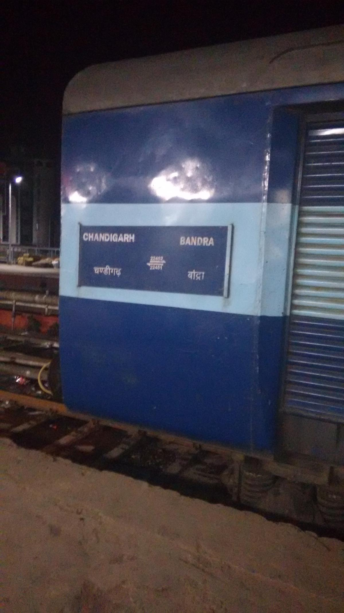 Chandigarh - Mumbai Bandra (T) Bi-weekly SF Express/22452 Train