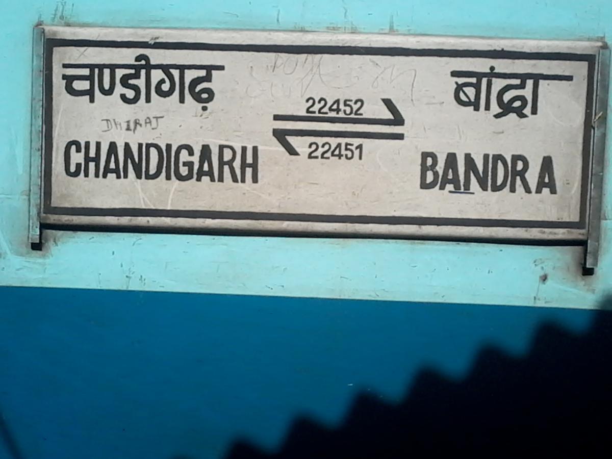 22452/Chandigarh - Mumbai Bandra (T) Bi-weekly SF Express - Ambala