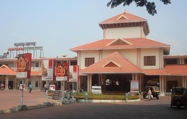 Palghat to Bangalore: 17 Trains, Shortest Distance: 421 km