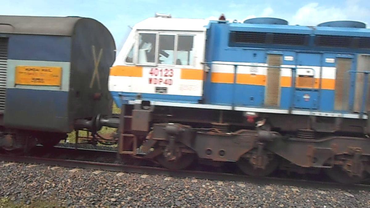 12322/Mmb CSMT KY/Krl मुंबई हावड़ा मेल इलाहाबाद होकर .