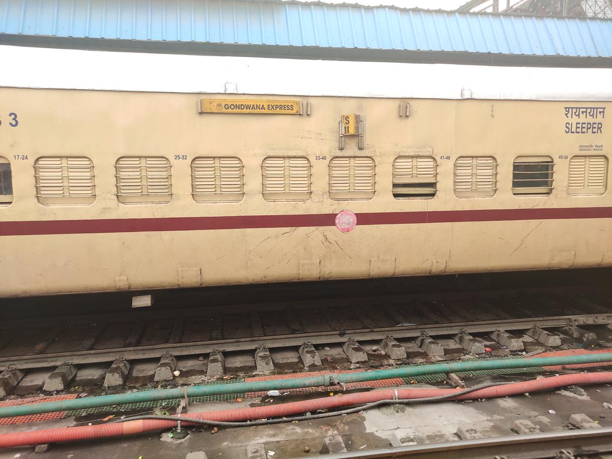 Raipur to Agra Cantt : 6 Trains, Shortest Distance: 1049 km