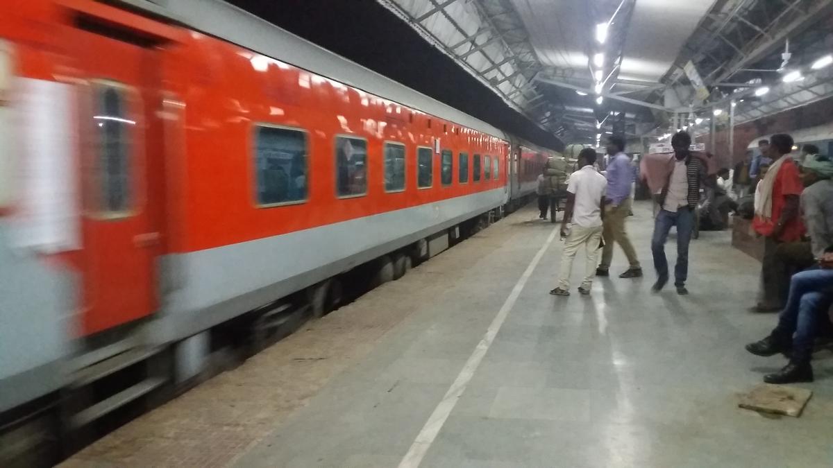 Darbhanga - Mumbai LTT Suvidha Special/82533 Travel Forum - Railway