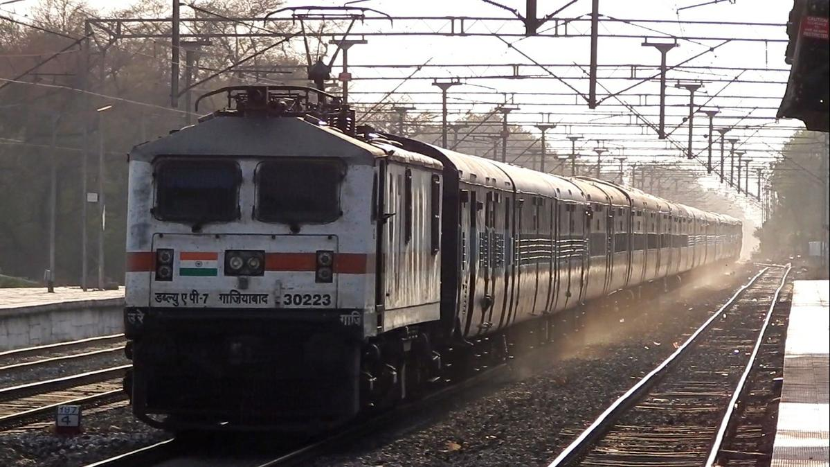 11077 Pune - Jammutawi Jhelum Express hauled by GZB WAP-7 30223 crossing  Hadapsar at MPS.