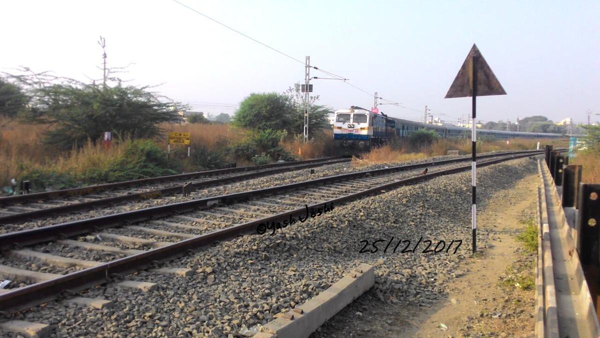 12766/Amrvt Trpt AK/Akl Christmas Day special Rail Fanning!Beat pe Gooty.GY  40221 WDP-4D hauling 12766/Amravati.