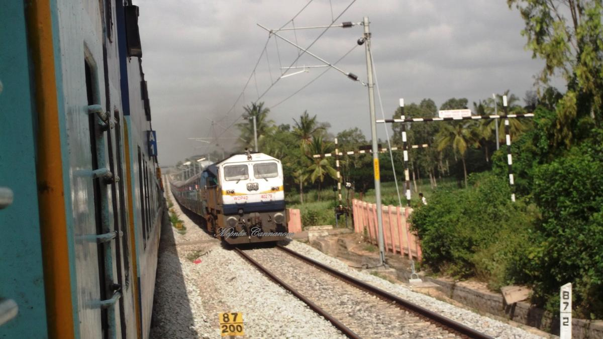 Hanakere Railway Station Picture & Video Gallery - Railway