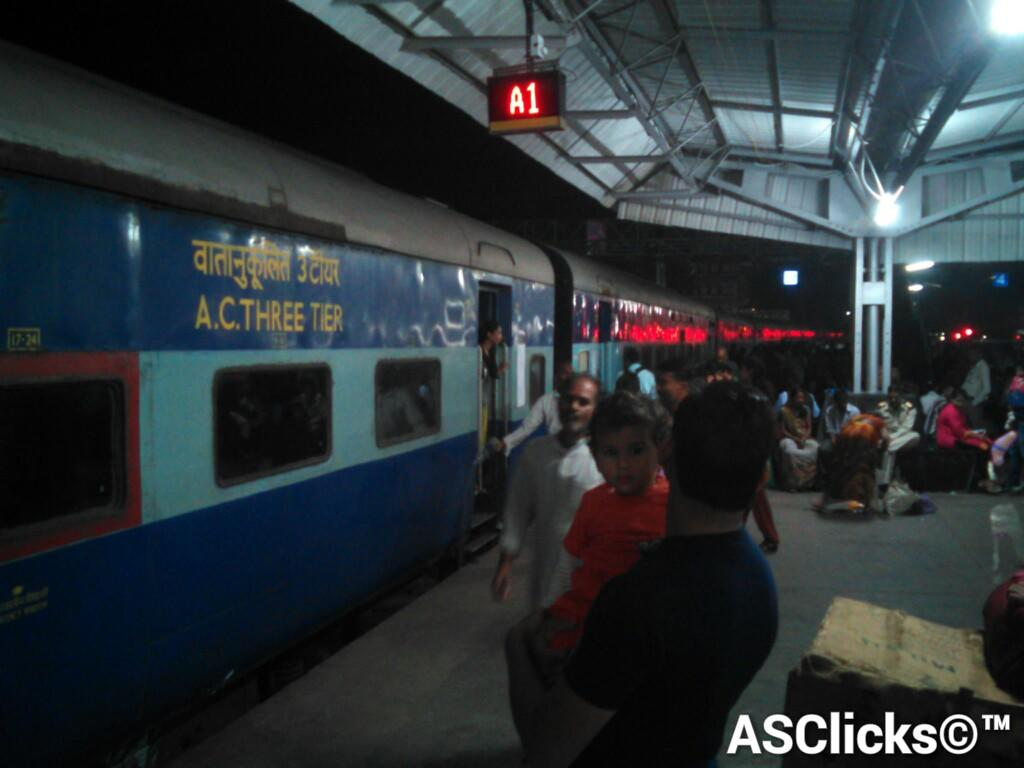 Almost 09 Hours Late Arrived Legendary 12322 Mumbai CST - Howrah(Imperial).