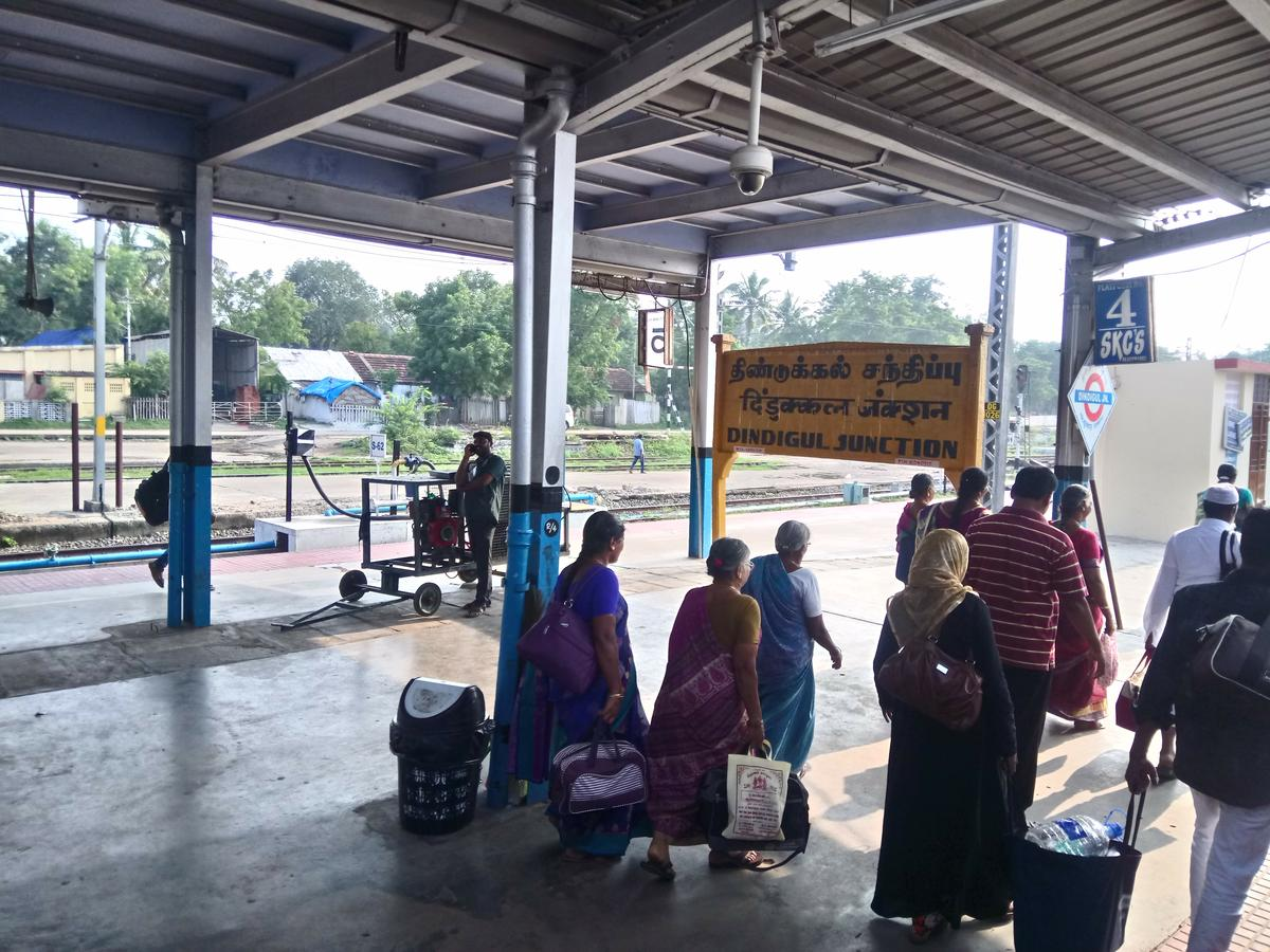 Dindigul Station - 105 Train Departures SR/Southern Zone - Railway