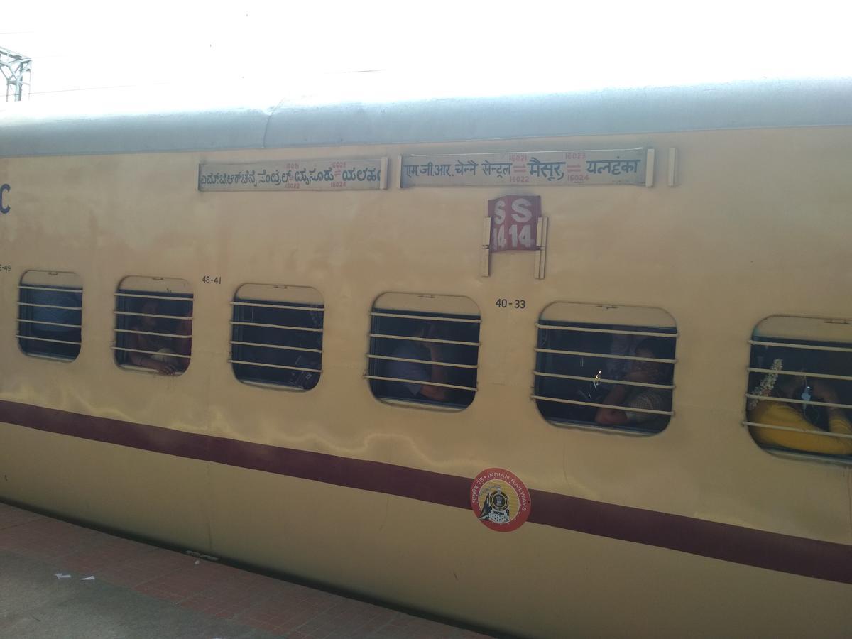 16022/Kaveri Express - Katpadi to MGR Chennai SR/Southern