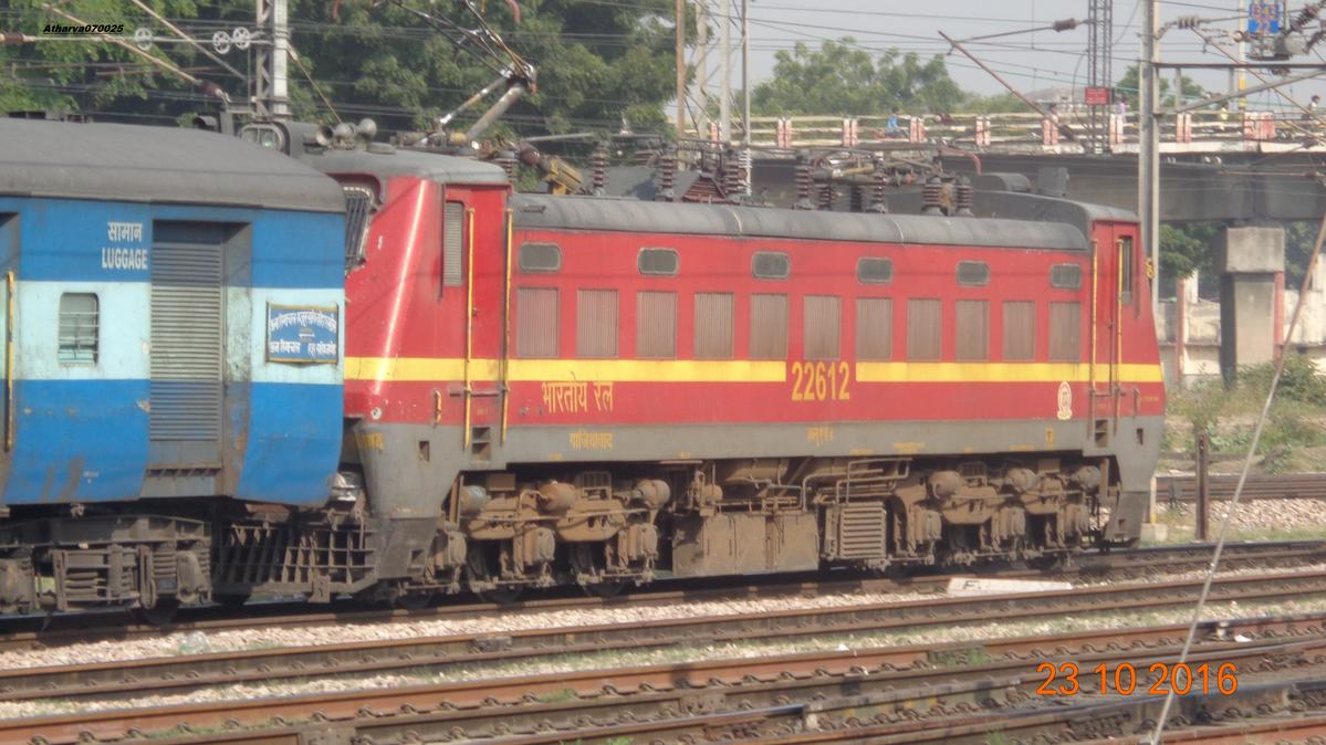 22457 HS Nanded - Una Himachal SF Express Departing Agra Cantt.
