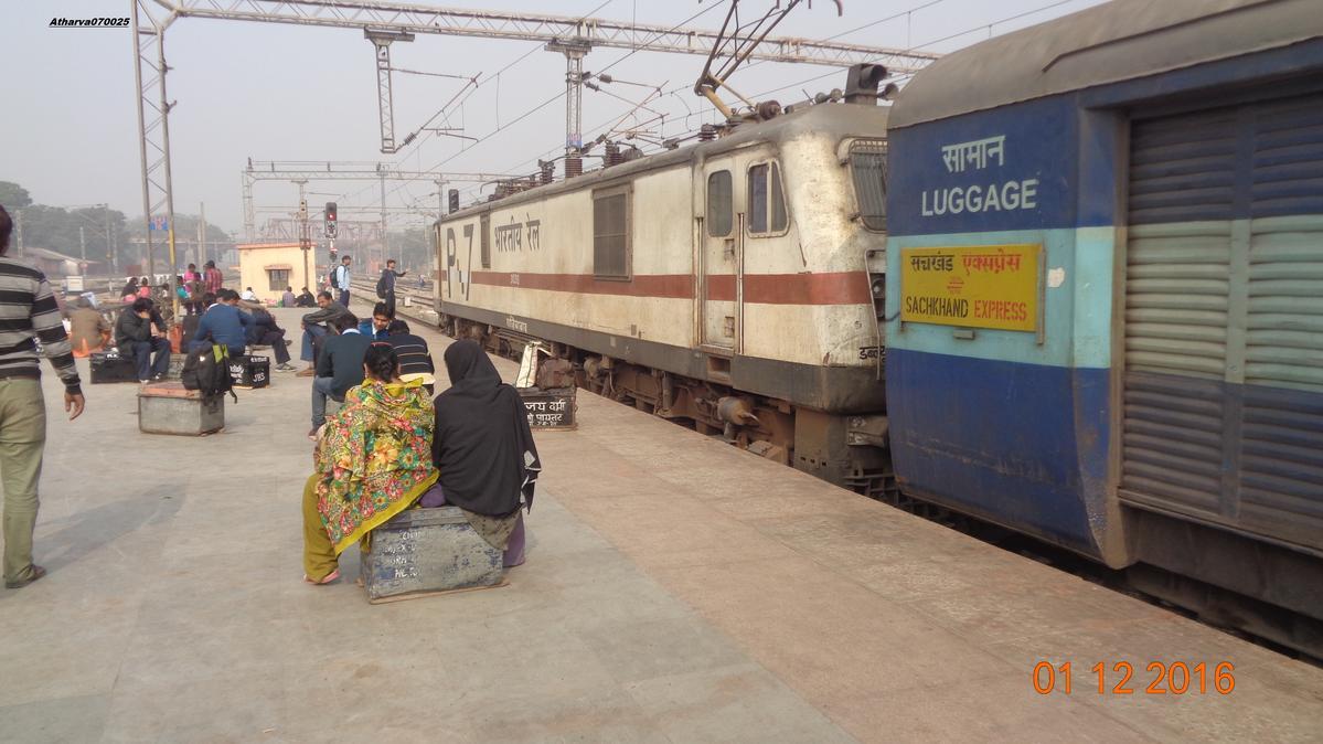 sachkhand express/12716 live running train status