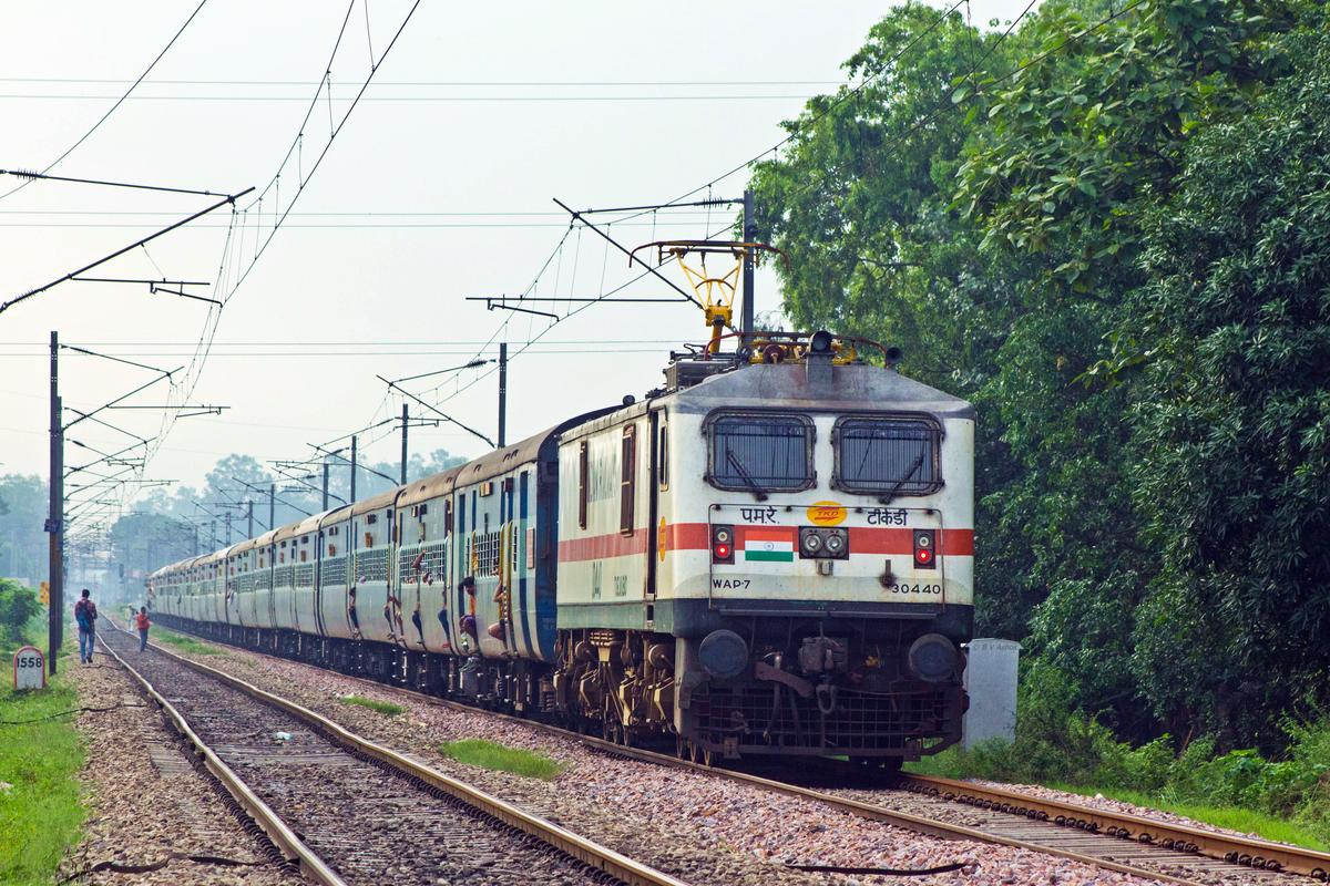 TKD WAP-7 30440 departs from Roorkee with 18478 Kalinga Utkal Express.