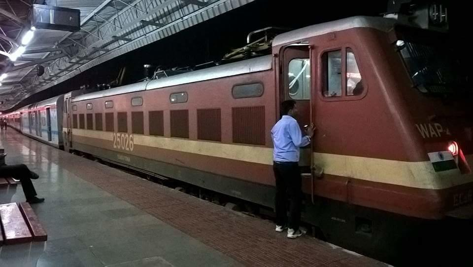12888/12887 Puri -Howrah weekly superfast express too converted to LHB  Coaches as it shares the same rake of 18405/18406. . Pics By Coaching Depot  Puri