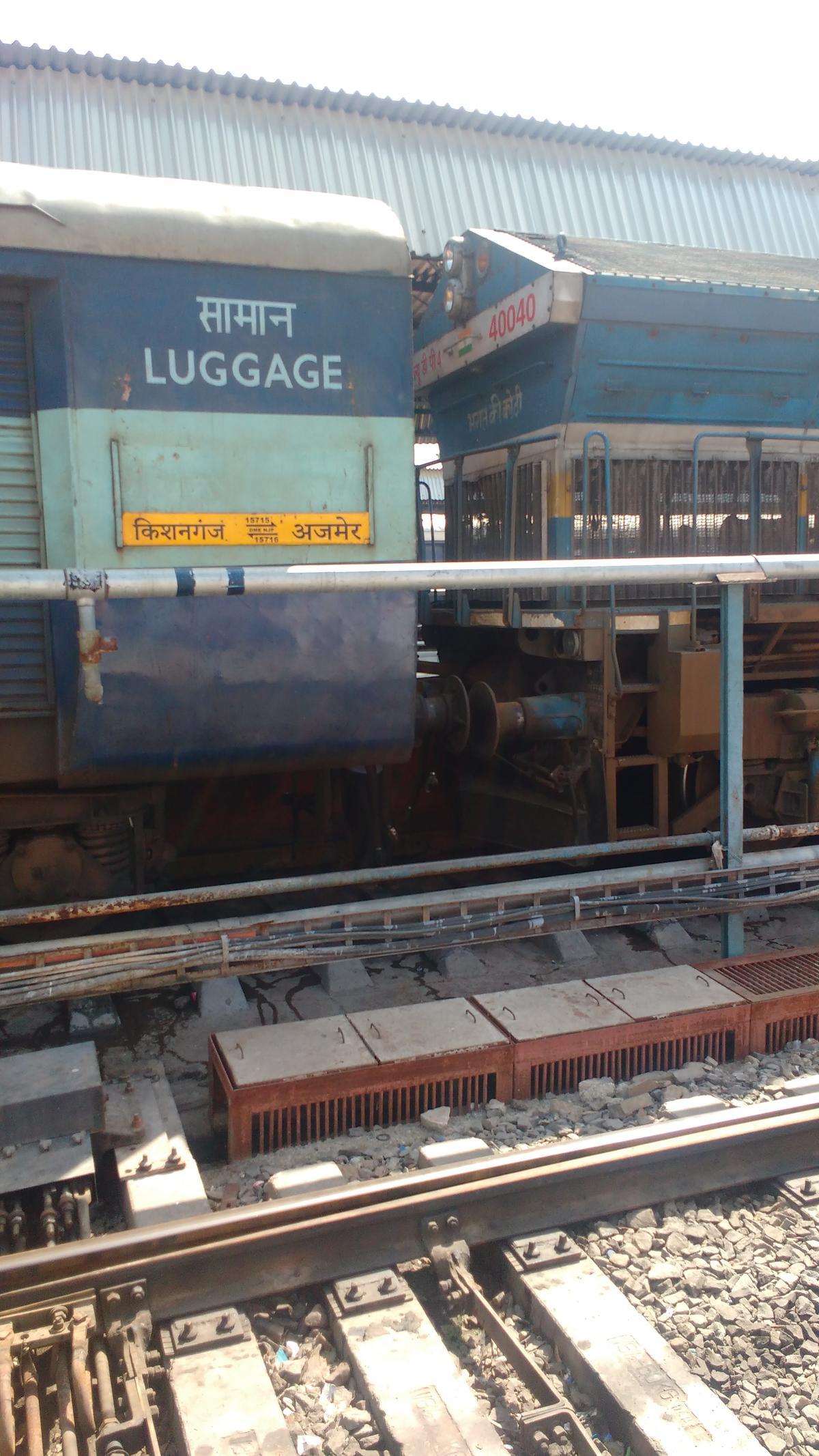 15716/Ajmer - Kishanganj Garib Nawaz Express - Jaipur to