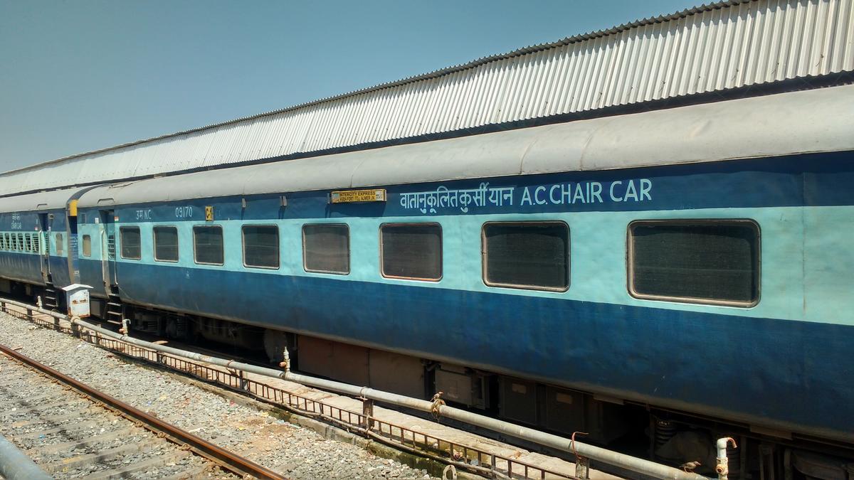 Ajmer - Kishanganj Garib Nawaz Express/15716 Picture & Video
