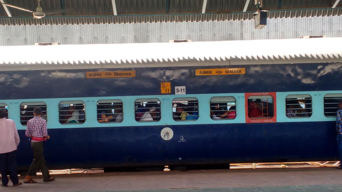 Kishanganj - Ajmer Garib Nawaz Express (PT)/15715 Picture