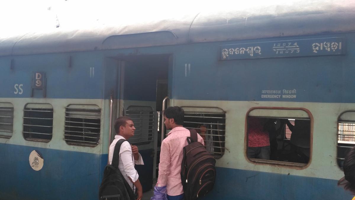 Howrah - Bhubaneswar Jan Shatabdi Express/12073 IRCTC