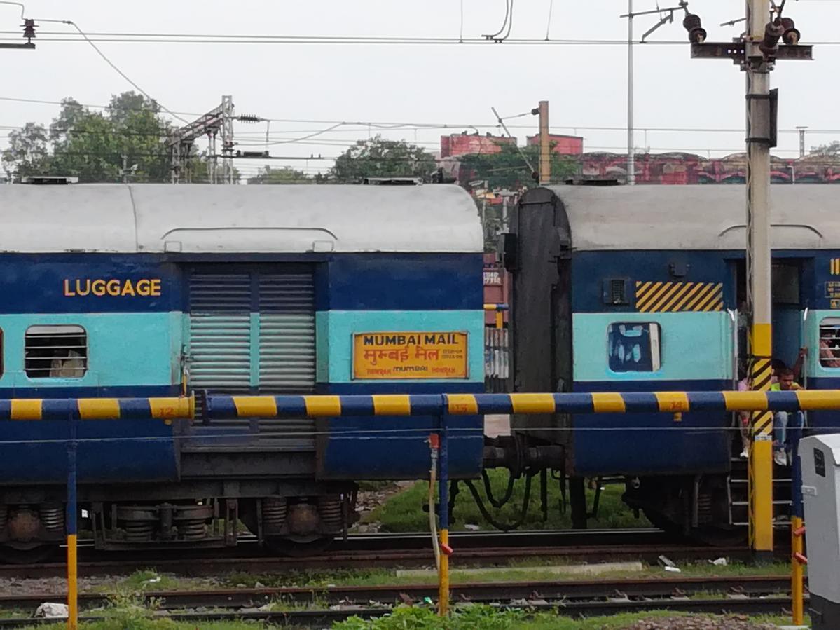 Mumbai CSMT - Howrah Mail (via Gaya) (PT)/12322 IRCTC  Reservation/Availability Enquiry: Chhatrapati Shivaji Maharaj/CSMT to  Howrah/HWH - Railway Enquiry