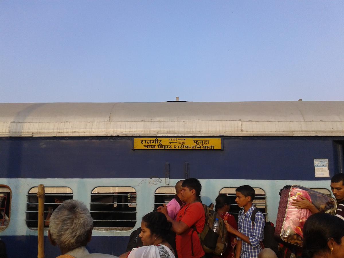 63329/Rajgir - Fatuha MEMU - Bihar Sharif to Daniyawan Bazar Halt