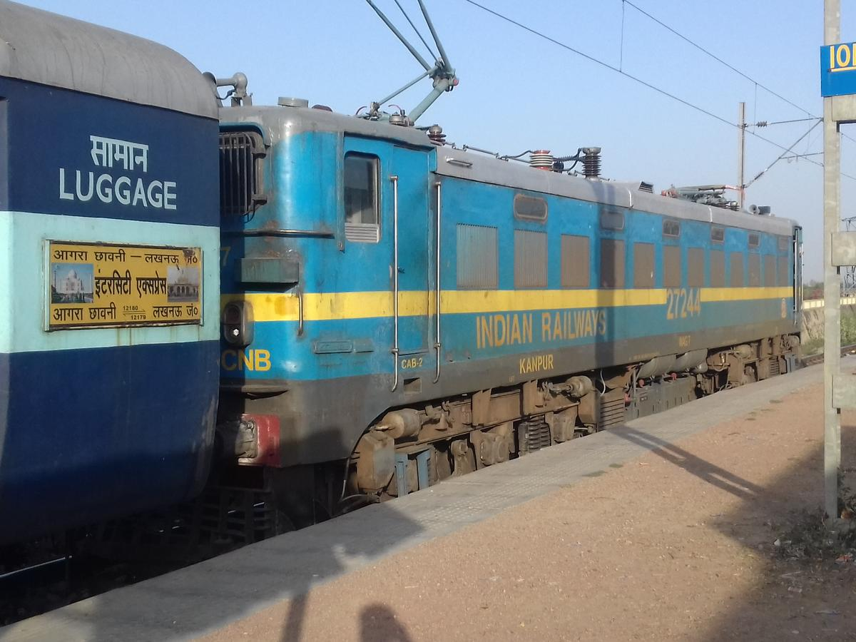Lucknow Jn  - Agra Fort InterCity SF Express/12179 Time